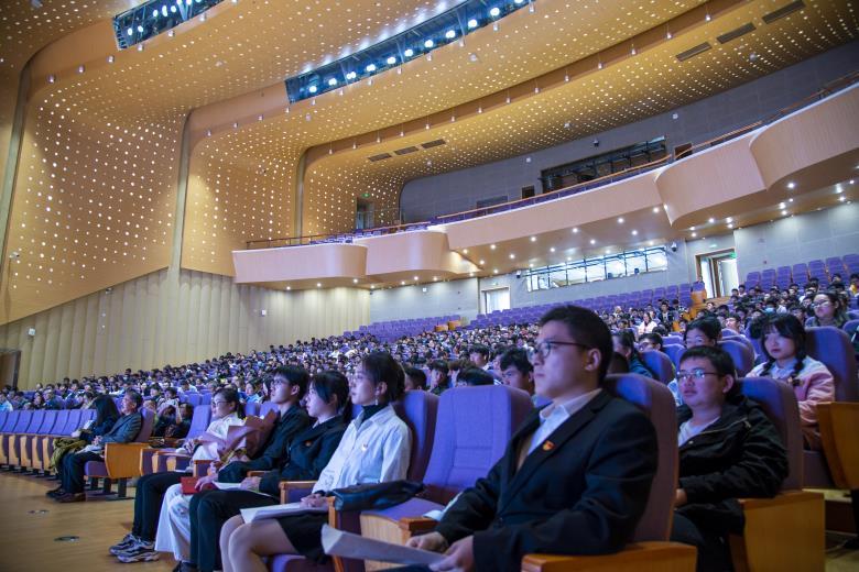 让新的梦想在这里启航 ——材料学院隆重举行2021级新生开学典礼暨入学教育大会